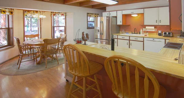 32 Ranch Road kitchen dining area