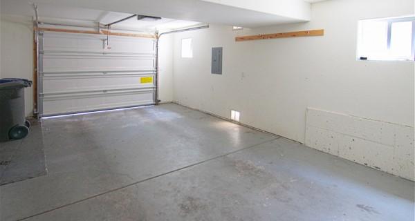 2345 Forest Avenue garage
