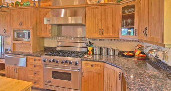 9448 CR 502 kitchen showing viking range